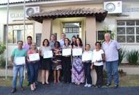 SUPERINTENDE REGIONAL DE ENSINO E EDUCADORES RECEBEM MOÇÕES DE APLAUSO